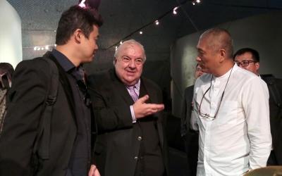 Com homenagens à China, Bienal de C...