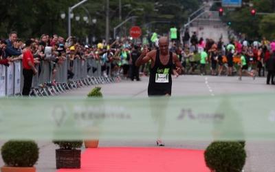 Africanos vencem 21º Maratona de Cu...