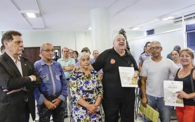 Rafael Greca entrega 460 títulos de...