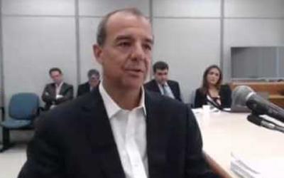 Sérgio Cabral deixa cadeia no Rio e...