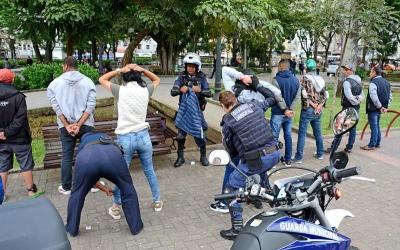 Guardas municipais e policiais mili...