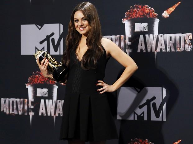 Grávida, Mila Kunis usa pretinho bá...